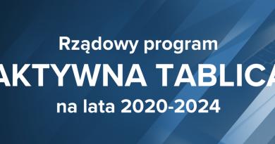 Baner informacyjny z napisem: Rządowy program AKTYWNA TABLICA na lata 2020-2024