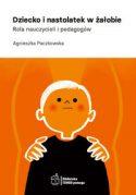 """Okładka książki pt. """"Dziecko i nastolatek w żałobie : rola nauczycieli i pedagogów"""" autorstwa Agnieszki Paczkowskiej."""