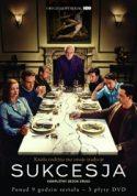 Zdjęcie okładki filmu: starszy mężczyzna uniesiony nad stołem spogląda gniewnie na siedzących po obu stronach stołu członków rodziny.