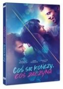 Zdjęcie okładki filmu: zazdrosny mężczyzna przyglądający się całującej się parze młodych osób.