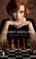 Zdjęcie okładki książki: ładna młoda kobieta siedząca z głową podpartą na dłoniach nad szachownicą.