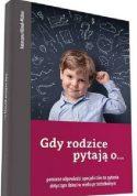 Zdjęcie okładki książki: mały chłopiec zastanawia się co powiedzieć drapiąc się w głowę.