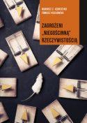 """Zdjęcie okładki książki, pt.""""Zagrożeni """"niegościnną"""" rzeczywistością"""" - biała myszka otoczona rozłożonymi na ziemi pułapkami na myszy."""