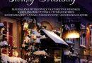 Zdjęcie okładki książki: odświętnie przystrojony dom nocą.