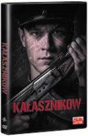 Okładka płyty DVD - młody radziecki żołnierz prezentujący broń maszynową kałasznikow.