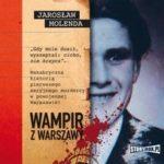 """Zdjęcie okładki audiobooka, pt. """"Wampir z Warszawy"""" - zdjęcie uśmiechniętego mężczyzny wystające z teczki osobowej."""