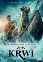 """Zdjęcie okładki filmu, pt. """" Zew krwi"""" - łódź indiańska z mężczyzną i psem w środku pośród górskiej kipieli rzecznej."""
