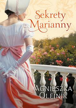 Rysunek dystyngowanej kobiety zwróconej twarzą w stronę kwiecistego ogrodu widzianego z tarasu posiadłości.